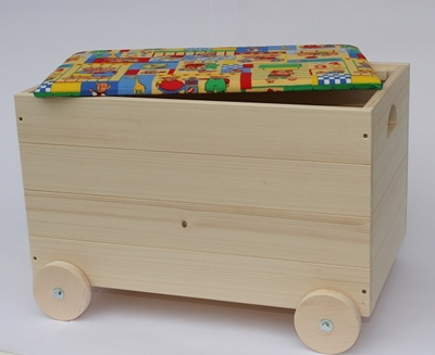 Obrázek z Dřevěná truhla na hračky